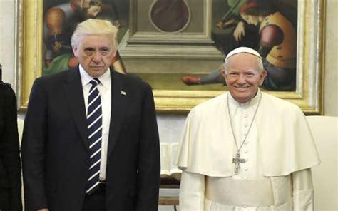 donald trump meets pope francis    funniest memes