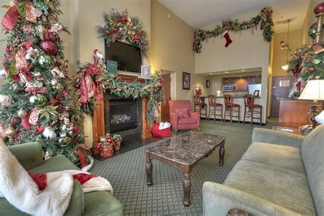 santa in living room picture king bed mini suite b picture of the inn at place pigeon forge tripadvisor