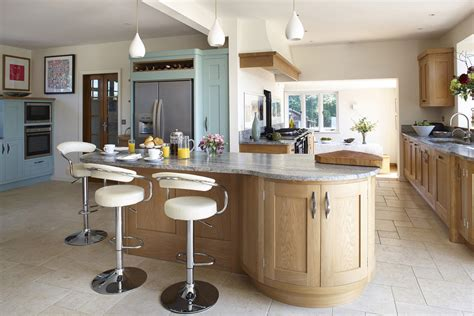 Luxury Handmade Kitchens - painted luxury kitchen with bespoke kitchen island