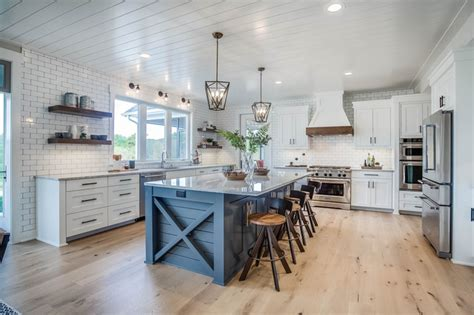 vis builders farmhouse kitchen grand rapids    kaity