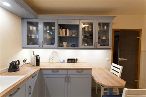 landhausküchen landhaus k 252 che blau mit spezieller holzmaserung