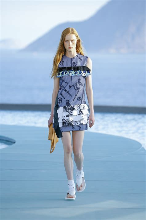 Loise Dress williams wows in shift dress at louis vuitton