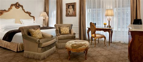 luxury hotel rooms suites   york  plaza hotel