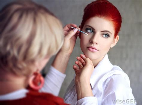 what is a freelance makeup artist with pictures