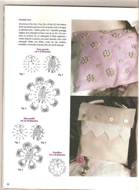 cuscini uncinetto schemi cuscino con fiori e applicazioni schema uncinetto 5