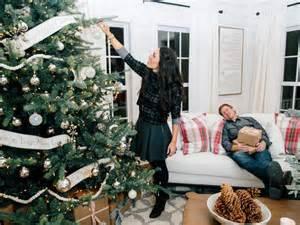 Hgtv Fall Decorating Ideas - hgtv s fixer upper holiday special hgtv s decorating amp design blog hgtv