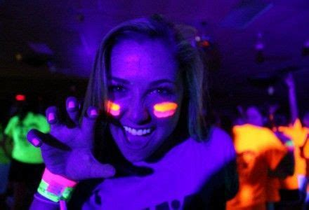 Black Light Rental by 15 Best Ideas About Blacklight Rentals On Glow