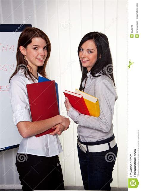 imagenes libres estudiantes estudiantes universitarios de sexo femenino foto de