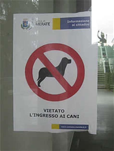 divieto d ingresso ai cani merate due curiosi cartelli un divieto di ingresso ai