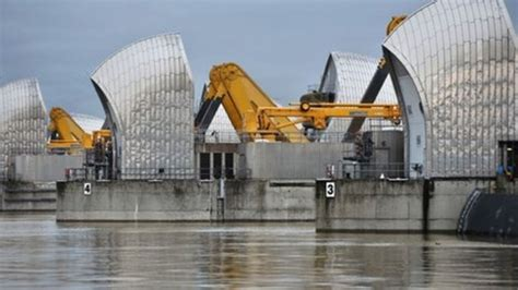 thames barrier bbc bitesize thames barrier breaks closure record bbc news