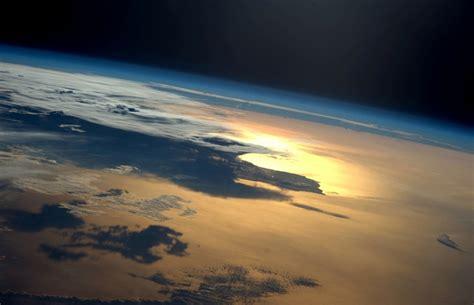 un selfie de la tierra desde el espacio completa de d 237 a 13 majestuosas fotograf 237 as de la tierra desde el espacio