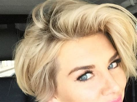 extra host bob haircut get extra s charissa thompson new short pixie hair cut