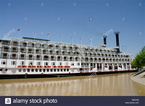 american queen paddle boat mississippi vicksburg american queen cruise paddlewheel