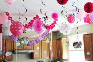different ways to decorate with streamers birthday decoration ideas for birthday decoration