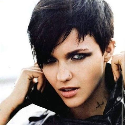 outgrowing pixie cut 35 short layered hairstyles for women with thin hair my