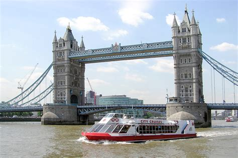 thames river cruise for 2 thames river cruise and cream tea for two at harrods