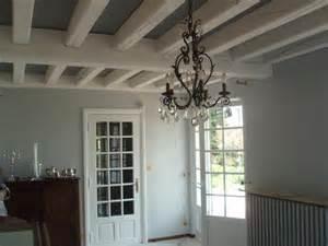 plafond et poutres en bois som