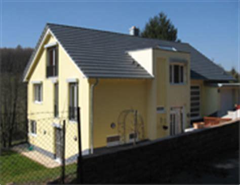 fassade zweifarbig streichen hochwertige baustoffe hausfassade modern