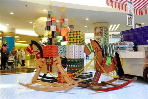 shopping mall christmas decoration buscar con google