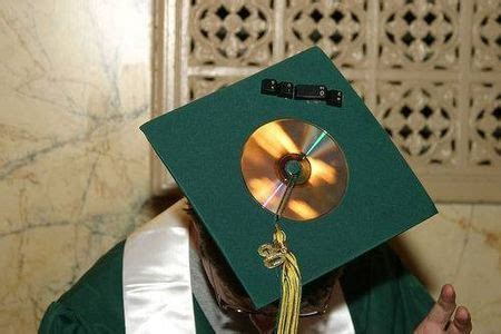 how to decorate graduation cap 39 best images about mortarboard ideas on pinterest