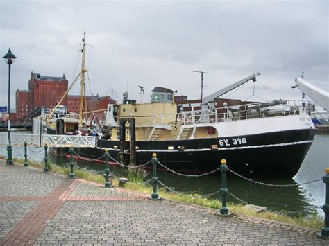 tige boats wiki file ross tiger alexandra dock grimsby geograph org uk