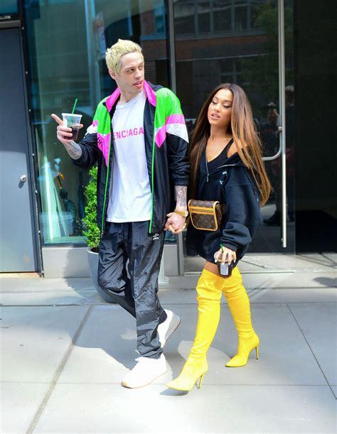 pete davidson fashion ariana grande with pete davidson august 18 2018