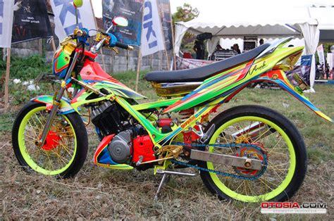 Gambar Cewek Naik Motor Fu by Satria F150 Biar Tilan Beda Di Klub Modifikasi Satria