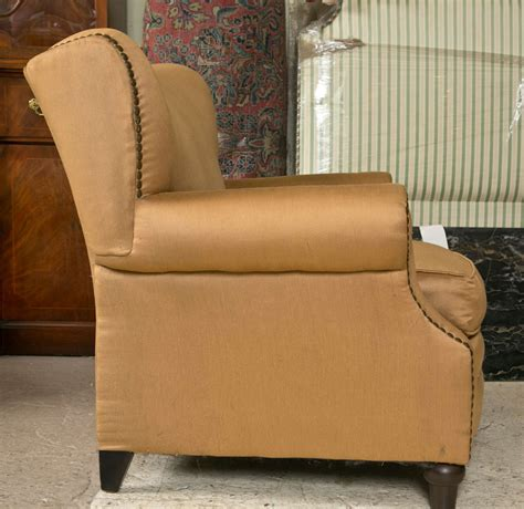 Overstuffed Lounge Chair Pair Of Overstuffed Oversized Arm Lounge Chairs At 1stdibs