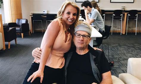 Isaac Britneys The Ultimate Sweetheart by Gossip Ed O Neill Poses For Picture With Fan Has