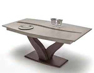 table a pied central