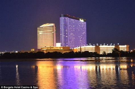 phil ivey sued  atlantic city casino  cheating     daily mail