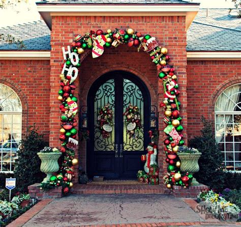 traditional christmas decorations miss cayce s christmas 627 best holiday decorating ideas images on pinterest
