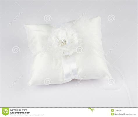 cuscino per le fedi nuziali bello cuscino per le fedi nuziali fotografia stock