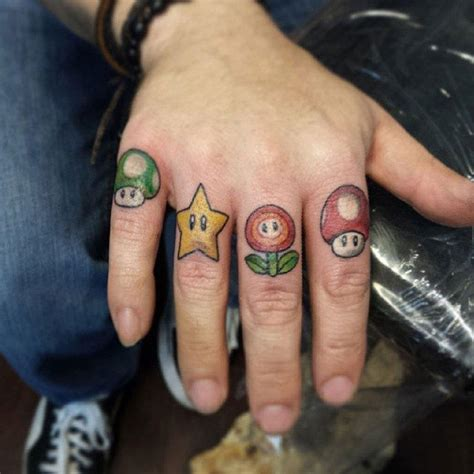 finger tattoo peeling 80 tatouages geeks qui font r 234 ver
