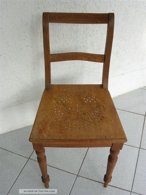 melkstuhl holz 1 alter antiker holz stuhl mit lochmuster im sitz