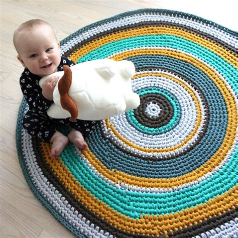 crochet rug diy lutter idyl diy h 230 klet gulvt 230 ppe i zpaghetti baby h 230 klet ting free pattern