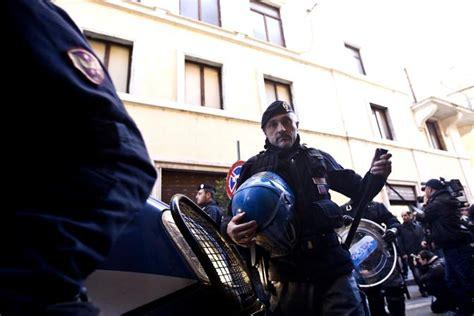 pd roma sede blitz contro la sede pd