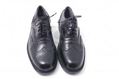 par de zapatos  hombres en el fondo blanco