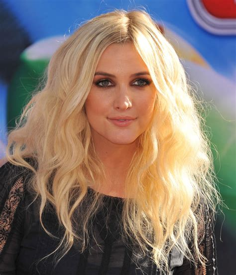 bushy bond hairdo ashlee simpson long wavy cut ashlee simpson looks