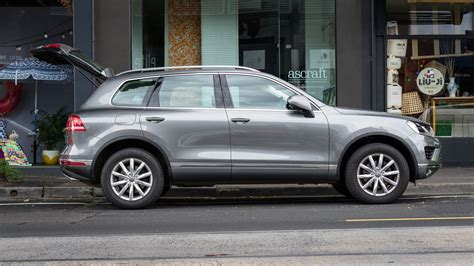 vw touareg reviews 2016 volkswagen touareg 150tdi review caradvice