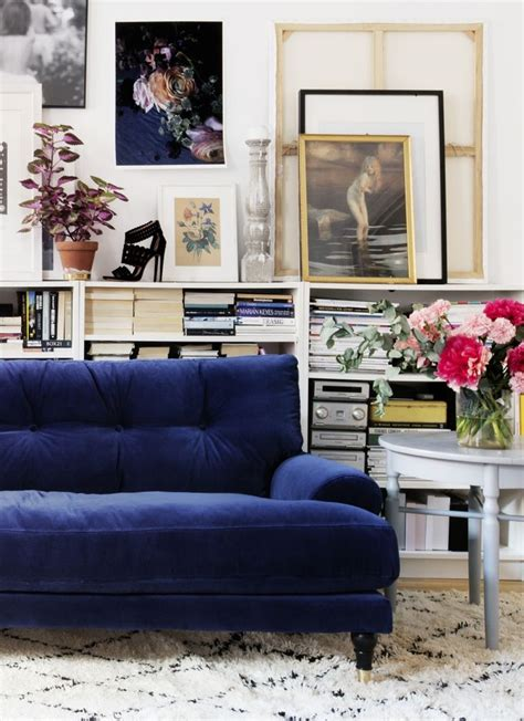 blue velvet sofa bed image via chagne culture in the living room