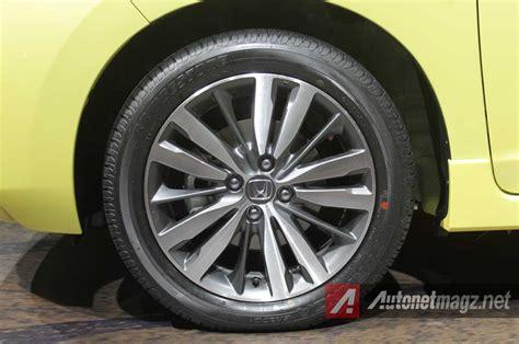 Per Keong Toyota Yaris New Vios Belakang komparasi perbandingan toyota yaris trd sportivo vs honda jazz rs