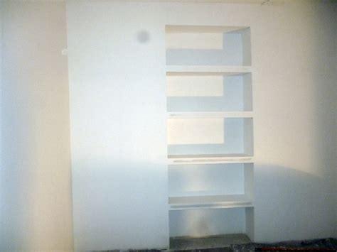 scaffali cartongesso foto scaffale realizzato in cartongesso in un ufficio di