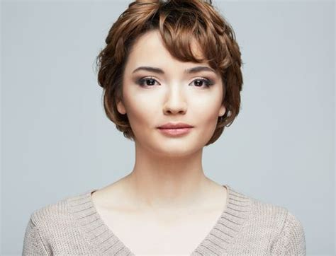 pixie haircuts with high forehead the short haircut looks stylish with a few wavy strands