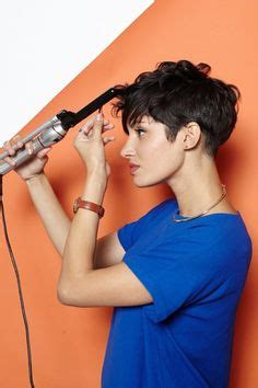 5 tricks to growing out a pixie cut stylecaster tips and tricks to help you grow out pixie haircut