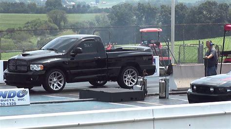 Dodge 1 4 Mile by 2004 Dodge Ram Srt 10 Vs Mustang 1 4 Mile Drag Racing