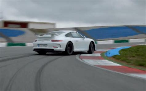 drift porsche 911 porsche drifts the 911 gt3 to showcase technical goodies
