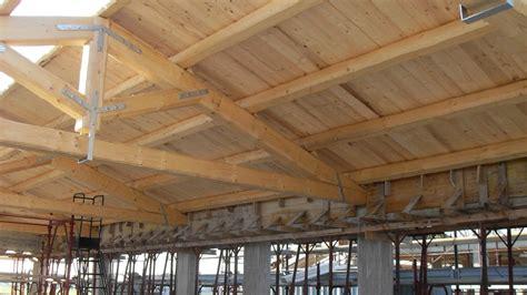 con tetto in legno montaggio tetti in legno