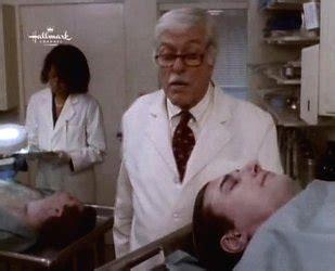 venerd 236 8 gennaio su canale 5 una un detective in corsia funerale per un viro 1995