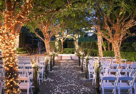 Hochzeitszeremonie im Freien   Warner Center Marriott